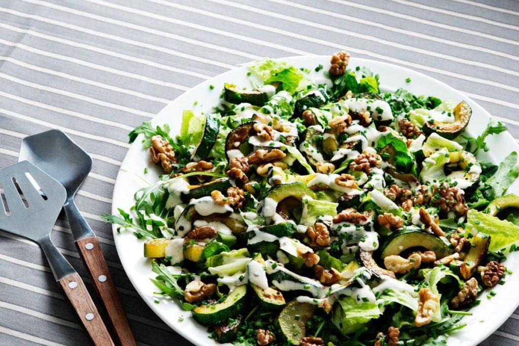 Салат из кабачков и грецкого ореха