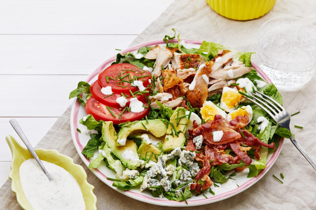 Кето-салат «Кобб» с соусом «Ранч»