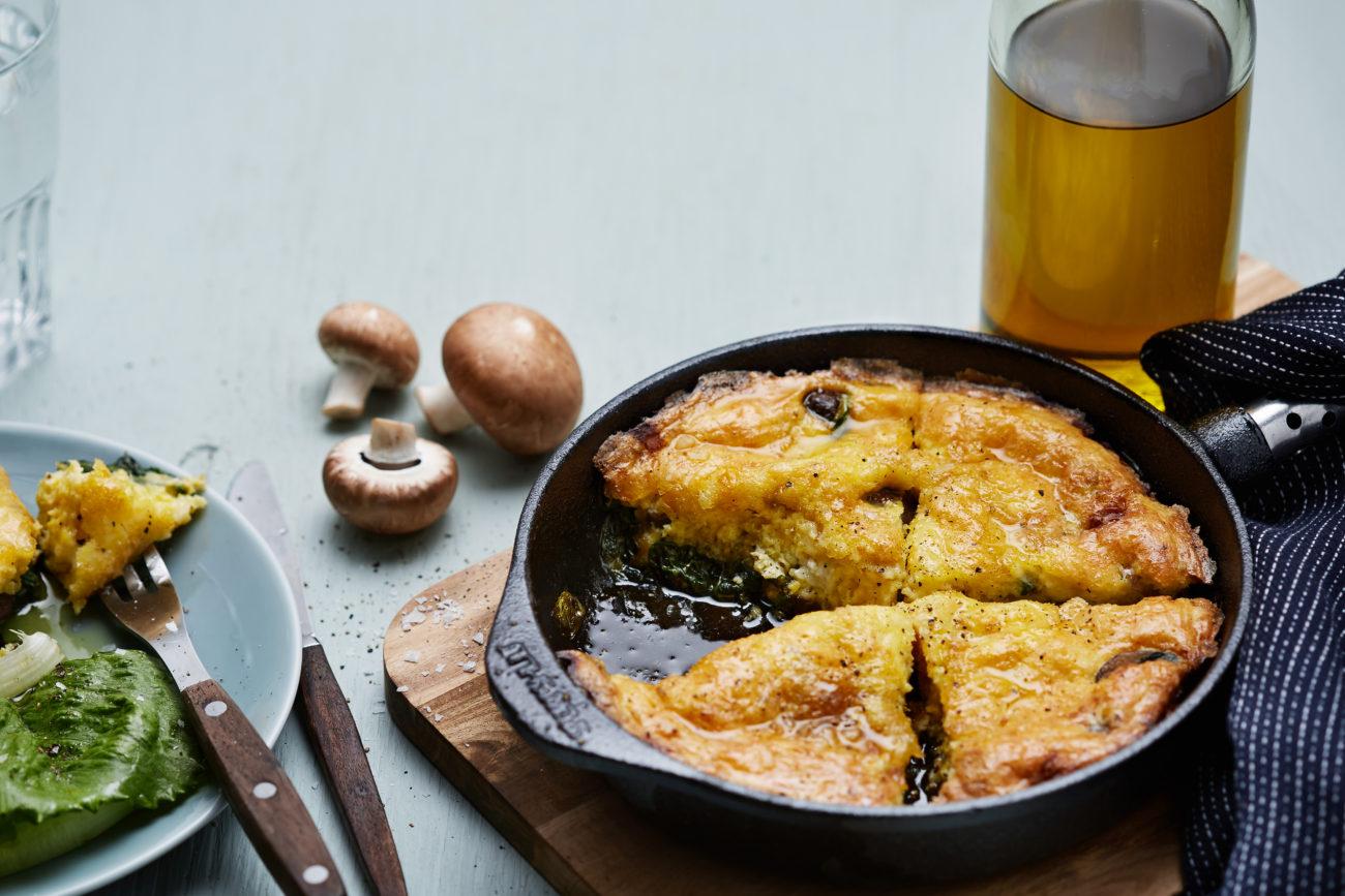 Кето-фриттата с козьим сыром и грибами