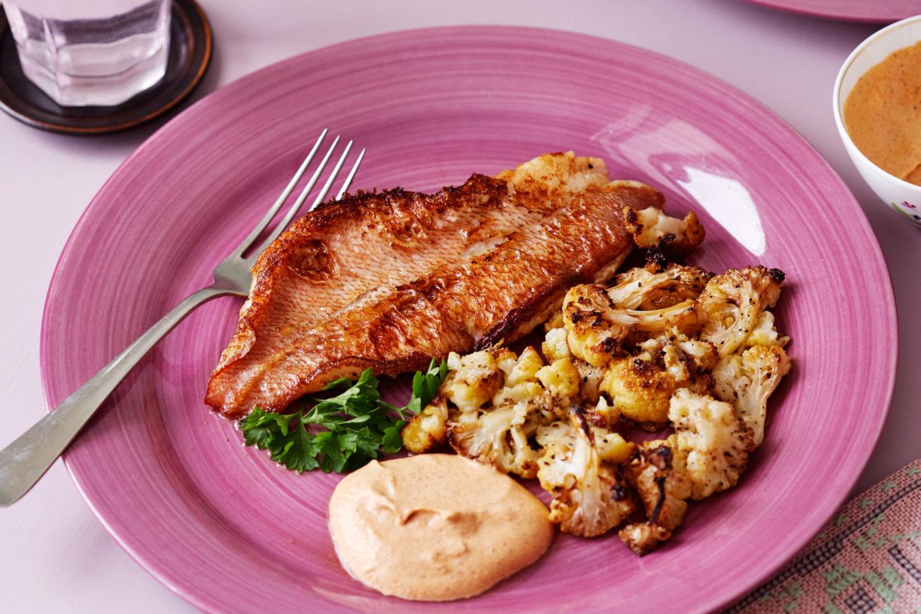 Жареная рыба с соусом Тандури