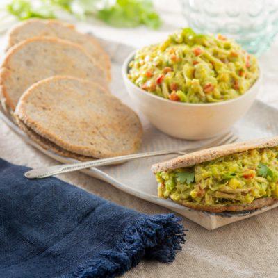 Арепас с курицей и авокадо