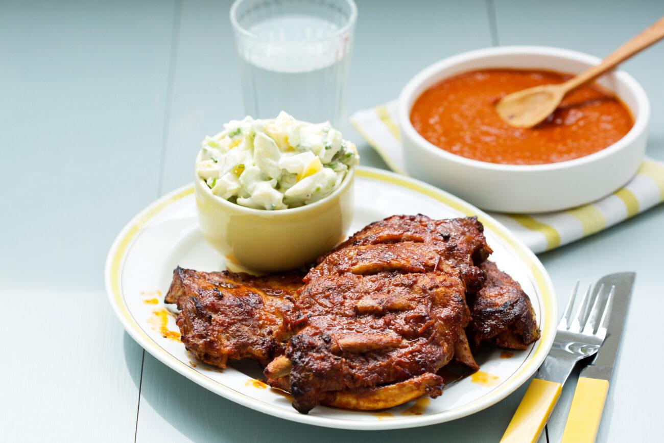 Кето-ребра барбекю со сливочным тыквенным салатом