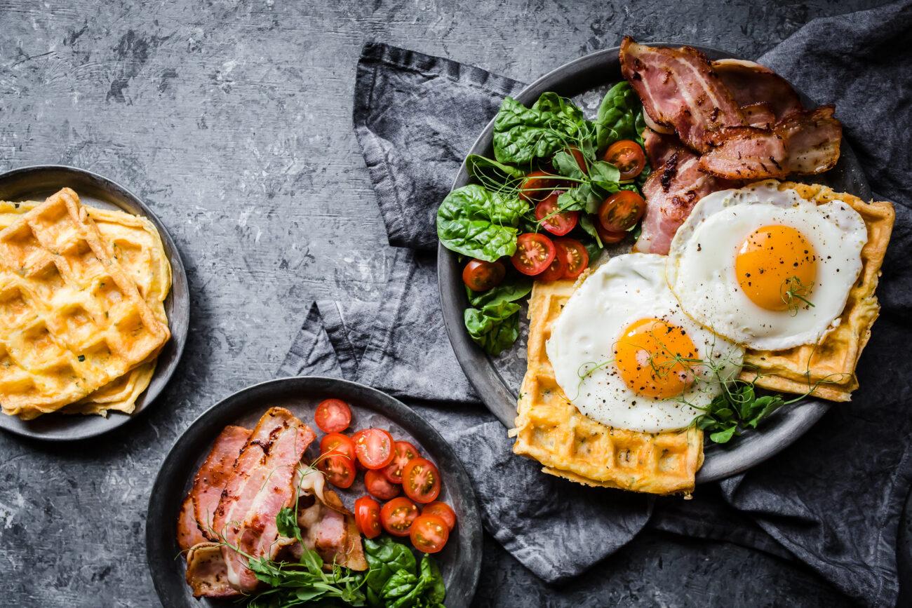 Сырно-яичные кето-вафли на завтрак